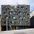 Green Cast by Kengo Kuma http://kkaa.co.jp/works/green-cast/ Odawara-shi, Kanagawa Pref., Japan 2011. 08 Complex Building 1,052 m2 - - The façade of the building is covered with planters made of aluminum...
